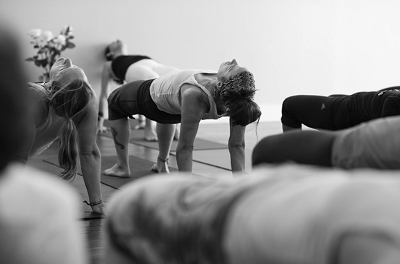 clases regulares de Hatha Yoga